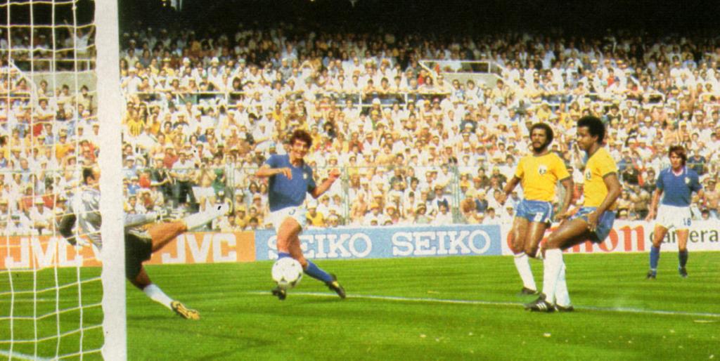 Paolo Rossi realizza contro il Brasile