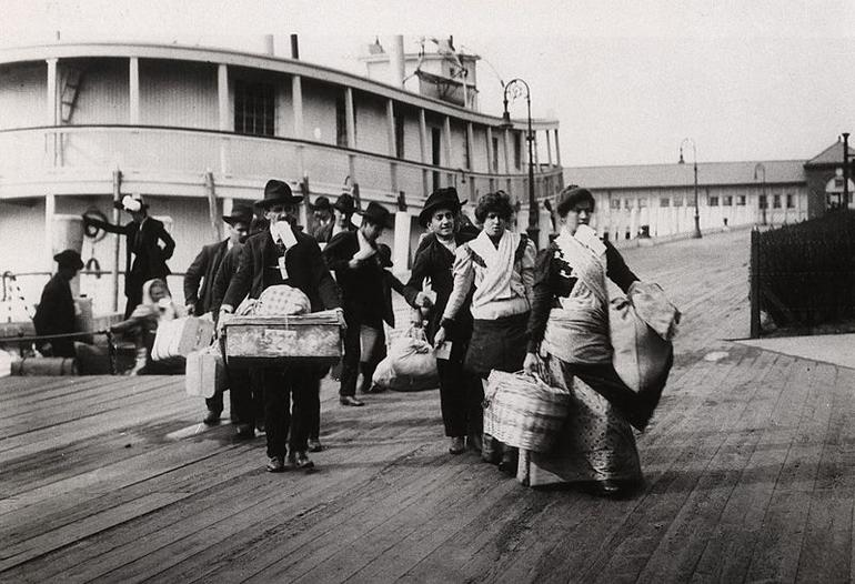 Migrantes-gli-italiani-nel-mondo-sono-4-2-milioni_articleimage[1]