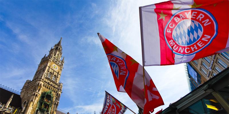 Bandiere al vento in Marienplatz