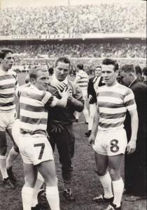 Simpson ferito alla testa e aiutato dai compagni di squadra - fonte thecelticwiki.com